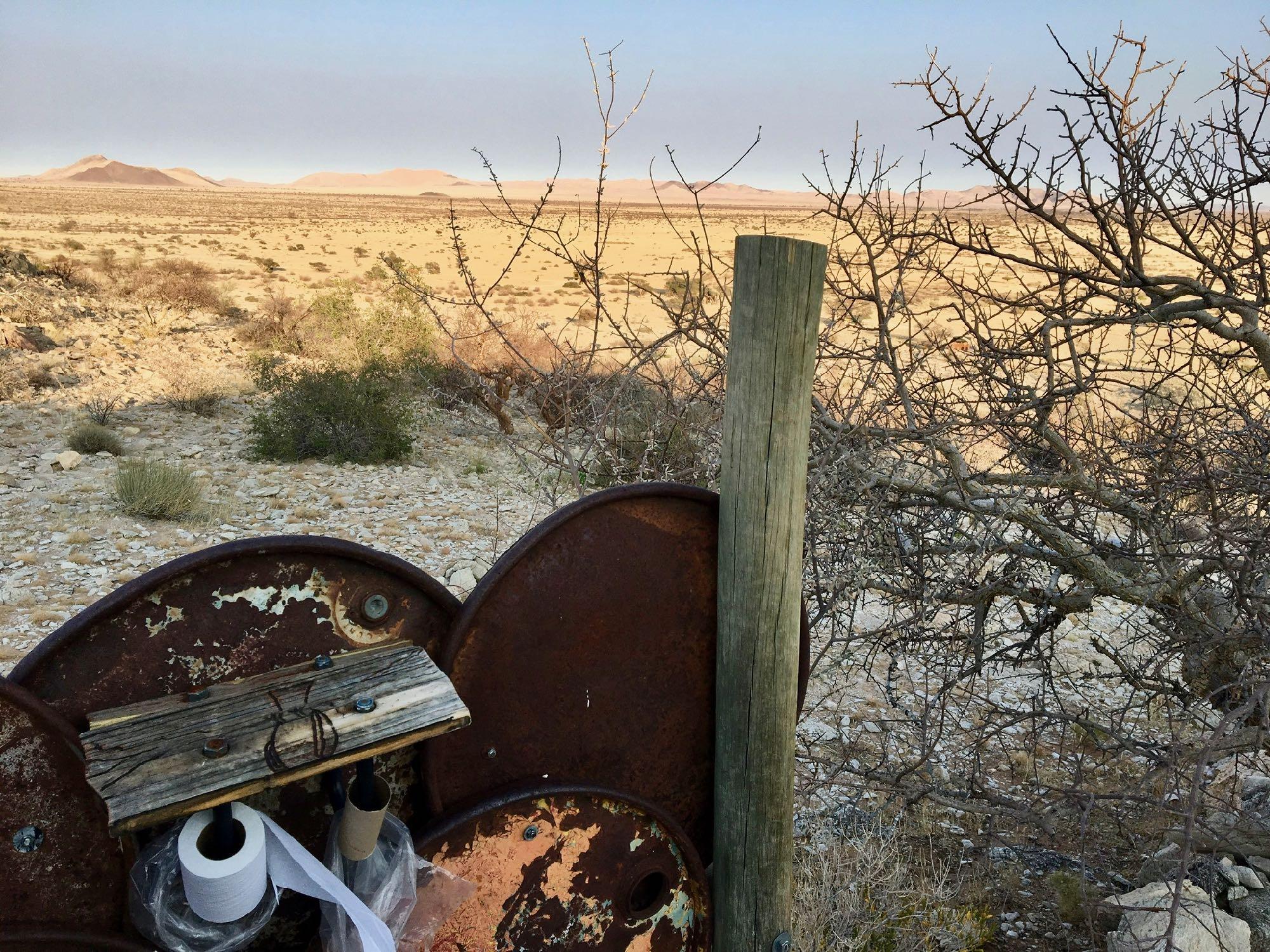 Vue sur la savane depuis les toilettes de Eagle Camp