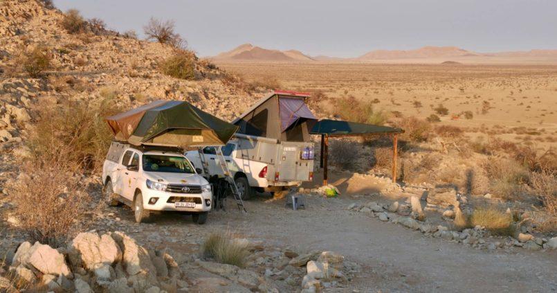 Nos 4x4 dépliés en mode camping à Gecko Camp