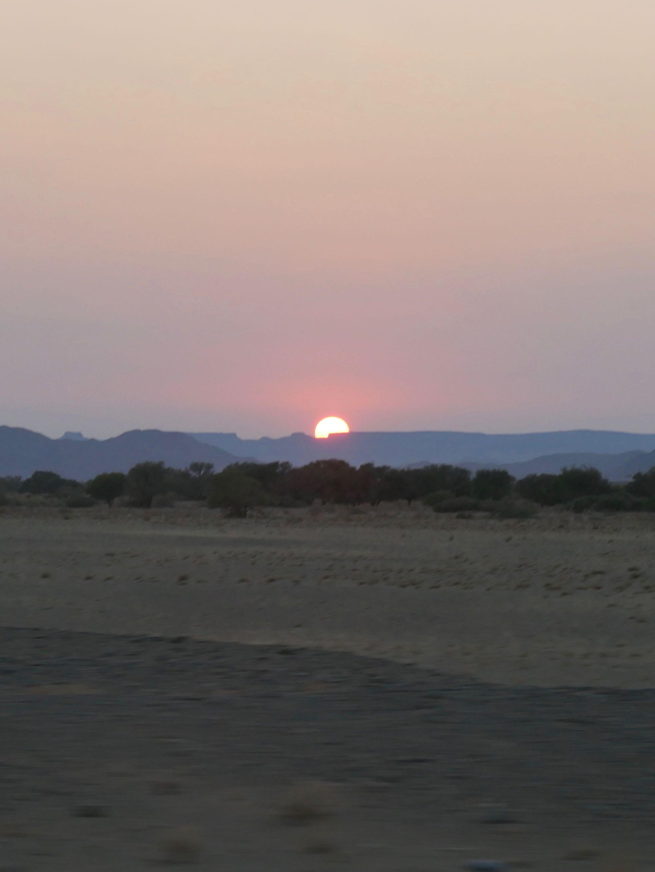 Lever du soleil dans le désert du Namib