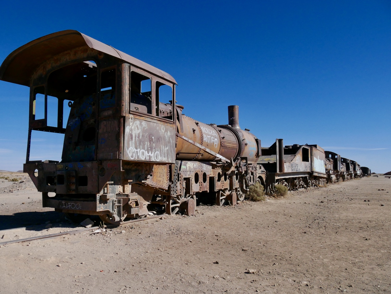 Squelette de locomotive au cimetière de train d'Uyuni