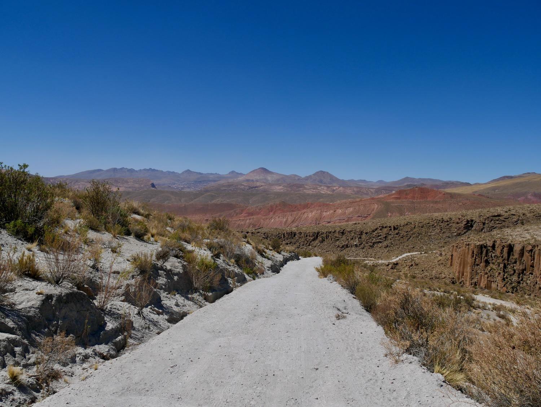 Vue sur les montagnes rouges de Cayara