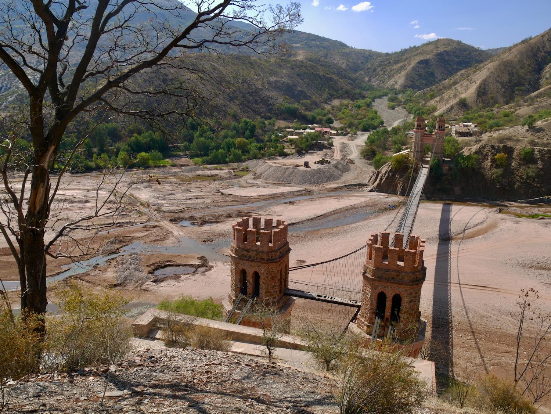 Pont suspendu entre Sucre et Potosi
