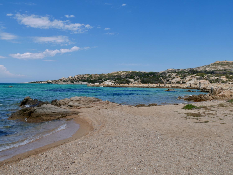 Plage de l'île Caprera dans l'archipel de la Maddalena Sardaigne