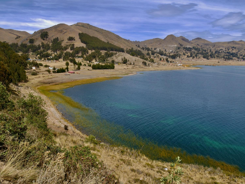 Vue sur le Lac Titicaca depuis la Péninsule de Yampupata