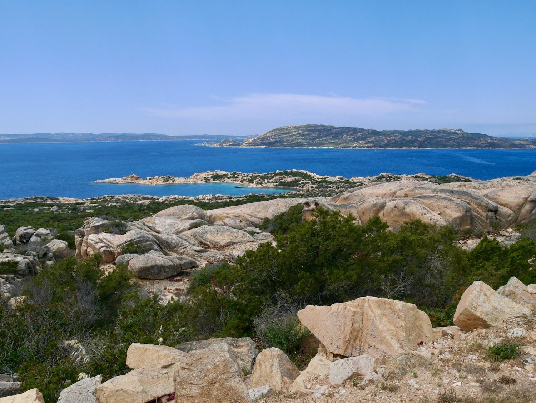 Vue panoramique depuis les hauteurs de l'île de la Maddalena