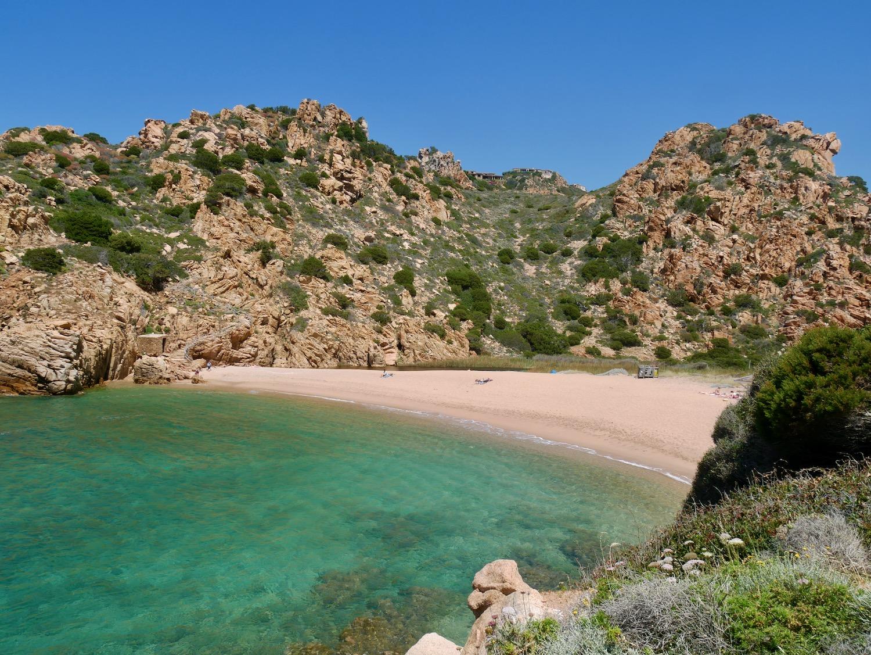 Plage et eau émeraude à Li Cossi sur la Costa Paradiso